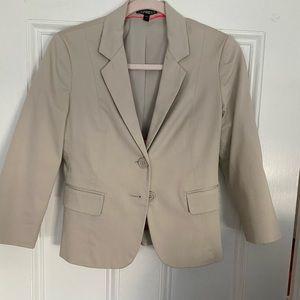Cropped, beige blazer